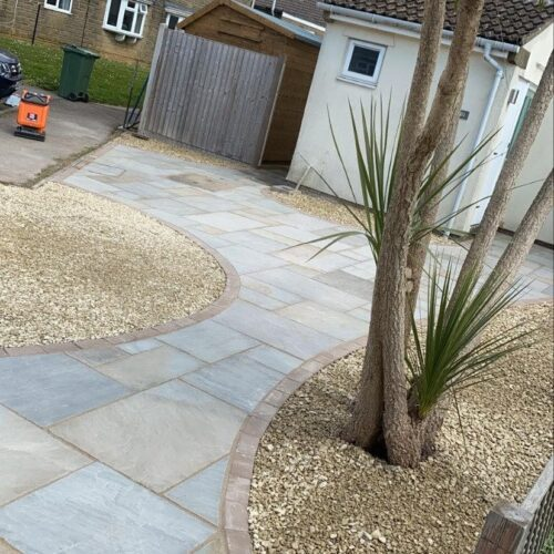 Block paving with natural stone and gravel edges